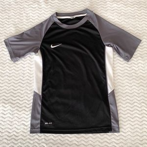 NIKE Dri-FIT Training Tee - Size Youth Small